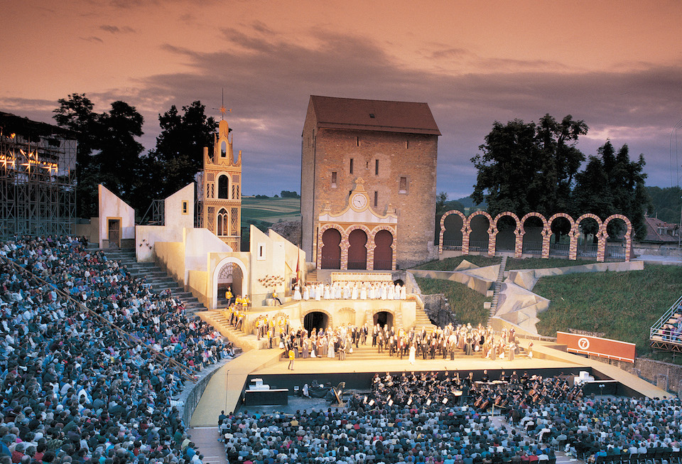 L'anfiteatro romano di Avenches. Copyright by: Switzerland Tourism By-Line: swiss-image.ch/Christof Sonderegger