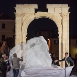 L'Arco di Palmira risplende ad Arona